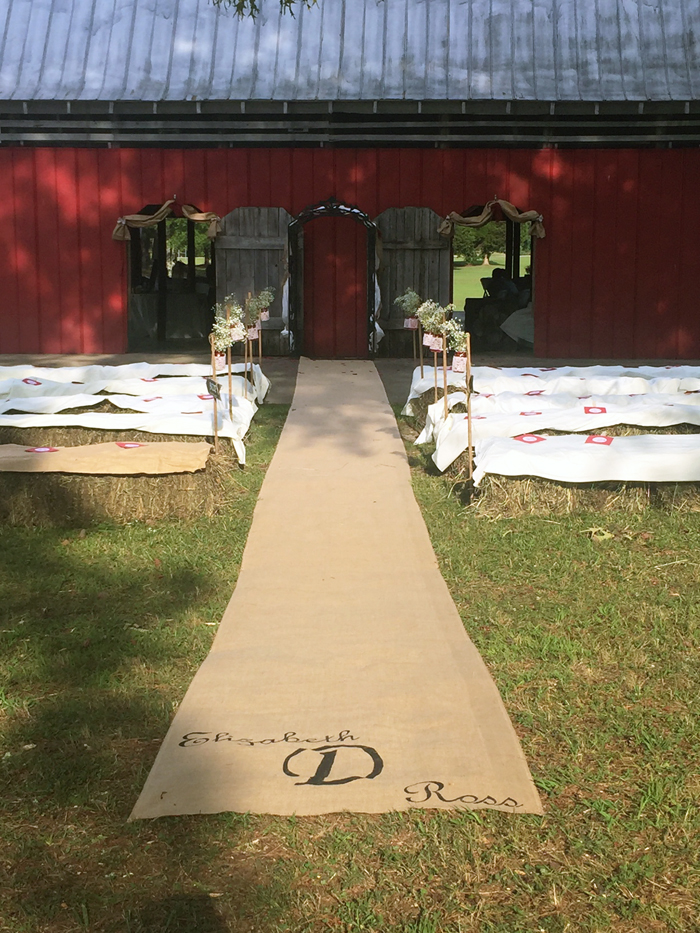 rustic-wedding-set-in-a-barn-009
