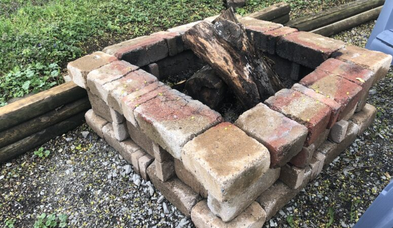 Pros & Cons to a DIY Fire Pit