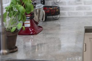 concrete_countertop_closeup_of_edging_with_plants